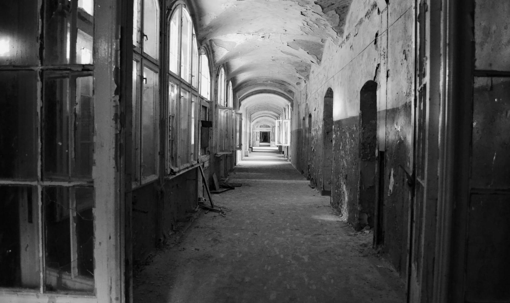 2015-09-Life-of-Pix-free-stock-photos-corridor-abandoned-place-fresonneveld