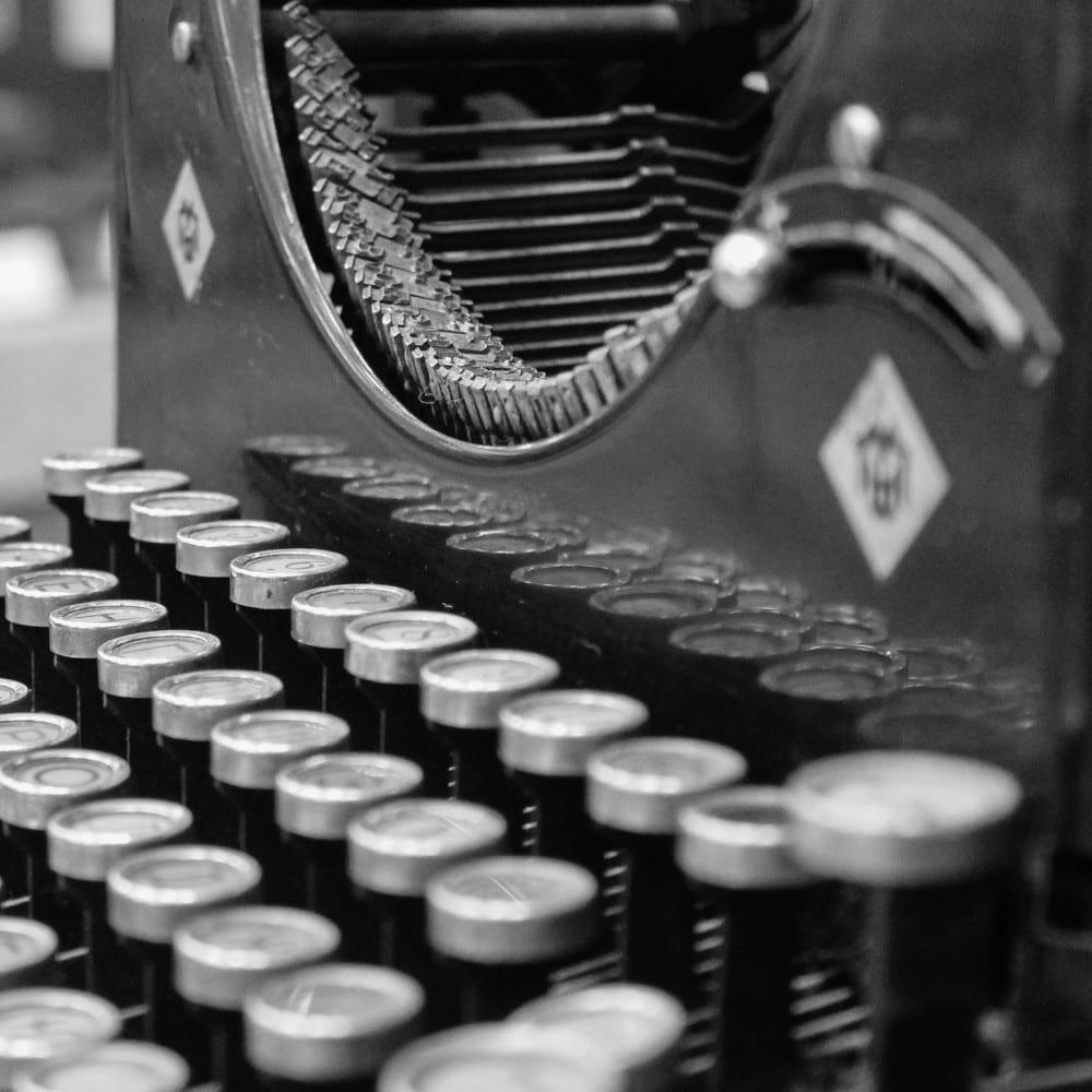 2015-06-Life-of-Pix-free-stock-photos-typewriter-black-white-szolkin