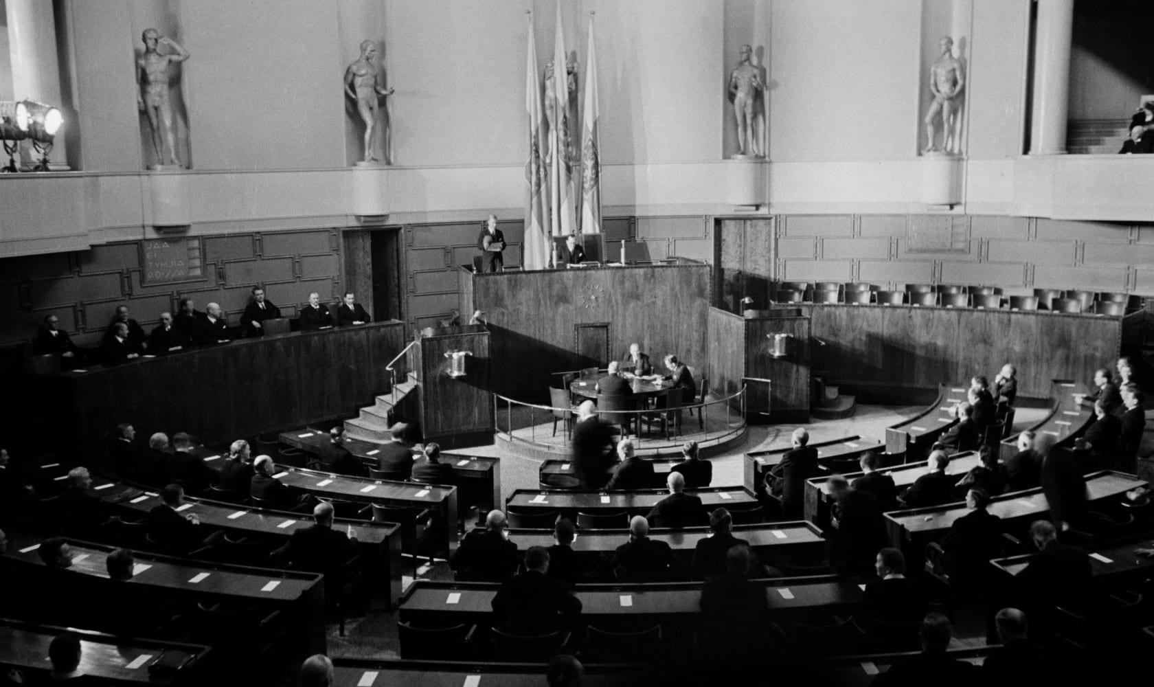 19460308  . Eduskuntatalo, presidentinvaalit.