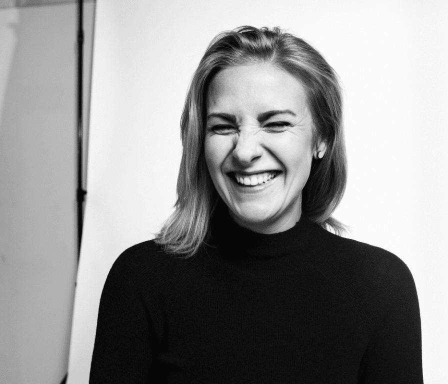 Valokuva jossa Anna Storå hymyilee